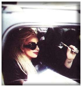 Lady-Gaga-vaping